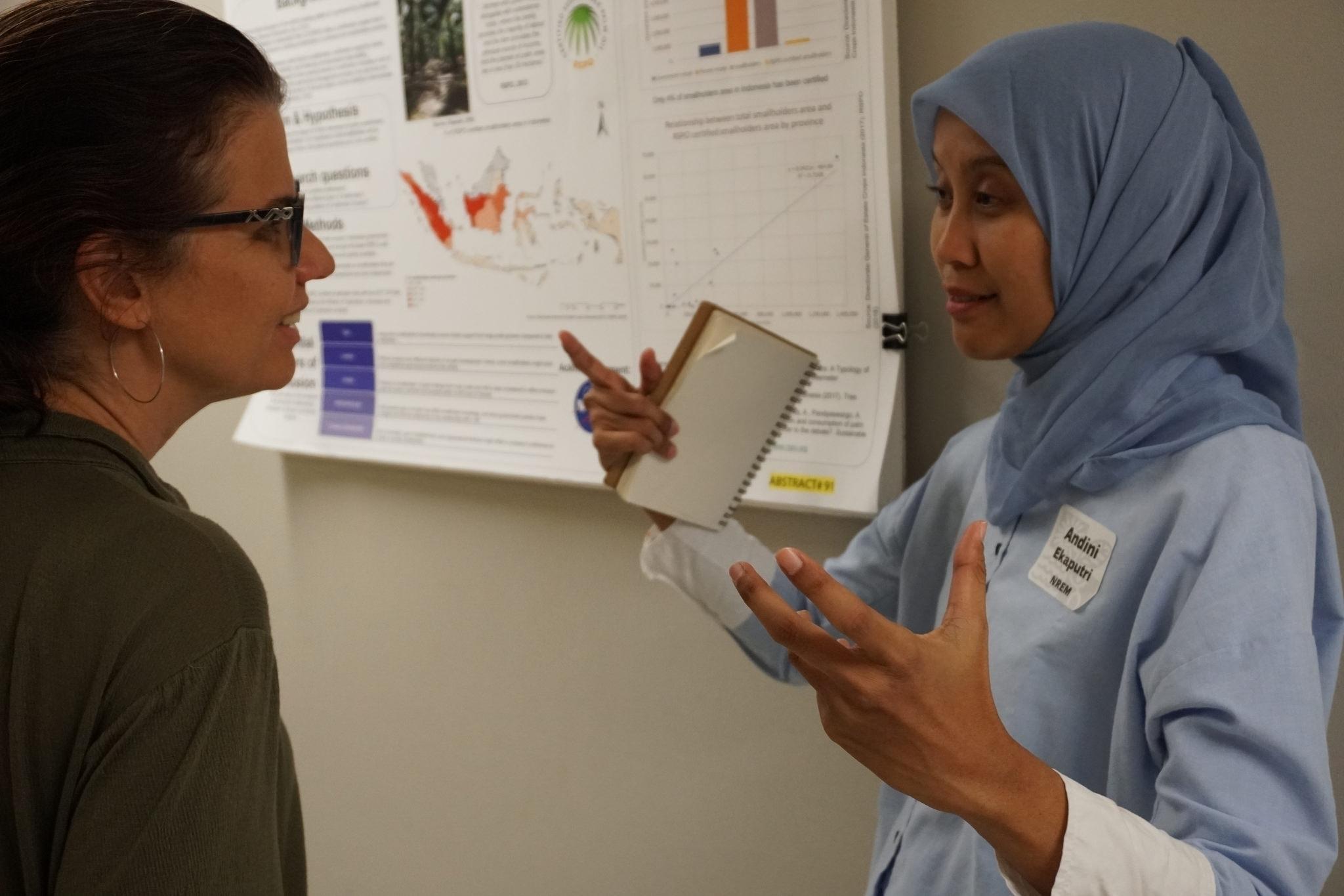 Andini Ekaputri explaining poster